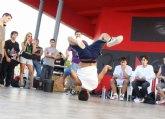 Jóvenes de Andalucía, Cataluña, Madrid, Murcia y Valencia participan en un campeonato de Breakdance