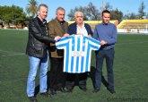 El nuevo entrenador del C.F. La Unión, Pepe Vidaña, ha sido presentado en el polideportivo municipal
