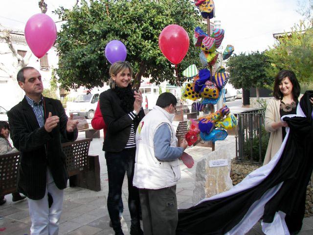 La inauguración de una escultura y la suelta de centenares de globos en plaza 1° de mayo han centrado los actos de clausura - 1, Foto 1
