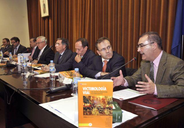La Universidad de Murcia participa en una obra sobre victimología vial - 1, Foto 1