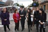 Mercadillo artesanal en Roldán, organizado por la Asociación para la Defensa de la Mujer, Consumidores y Usuarios de Roldán