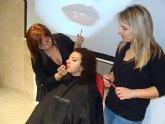 """Más de 30 mujeres conocen trucos de belleza y protocolo para """"triunfar"""" esta Navidad"""
