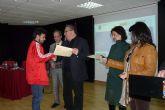 Los 80 alumnos de la Escuela Taller Centro de Recepción de Visitantes y el Taller de Empleo Molina Próxima de Molina de Segura han recibido sus diplomas hoy lunes