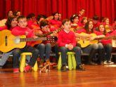 Los alumnos del Grupo Musical de Ana y el Taller de Guitarra de la Asociación Sociocultural de la Mujer protagonizan el XVII Concierto de Villancicos