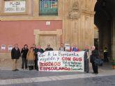 Herguedas participa en la concentración ante el Obispado contra la urbanización de la ladera de La Fuensanta