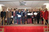 Autoridades municipales y educativas hacen entregan de los diplomas a los nueve alumnos de la quinta promoción del Bachillerato Internacional del IES 'Juan de la Cierva'
