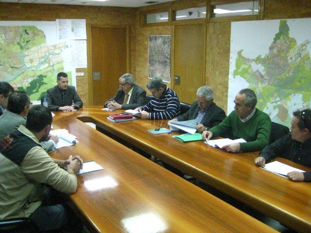 Una comisión estudia las medidas a llevar a cabo en el socavón abierto en la mina de yeso de Algezares - 1, Foto 1