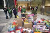 Más de 500 regalos en la montaña solidaria del Ayuntamiento