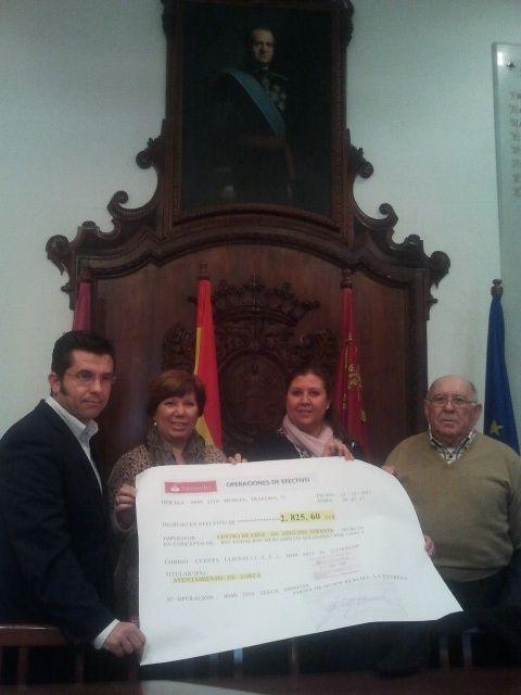 El Centro Comarcal de Educación de Adultos Infante de Murcia y la Asociación de Alumnos Avanzando recaudaron 2.825,60 euros en el Mercadillo Solidario Todos por Lorca - 1, Foto 1