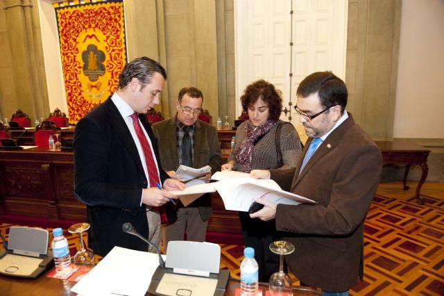 La corporación despide el año aprobando la modificación de las Ordenanzas Fiscales para 2012 - 2, Foto 2