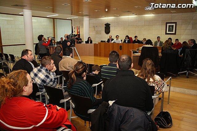 La corporación local aprueba la puesta en marcha de una mesa de trabajo con agentes socioeconómicos para la reactivación del comercio local - 1, Foto 1