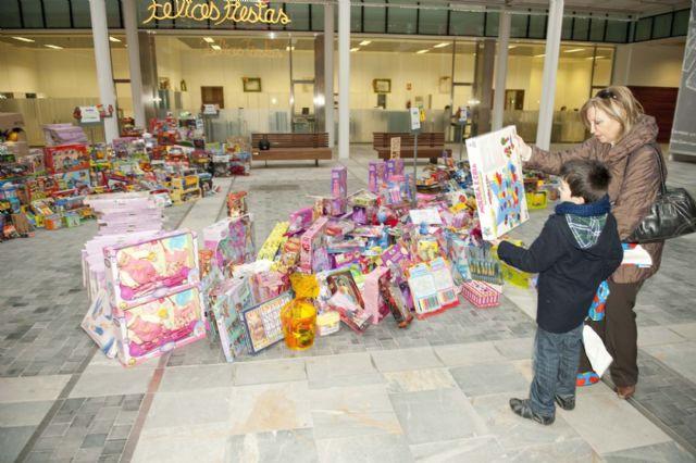 El Ayuntamiento supera las expectativas con la campaña de recogida de juguetes - 1, Foto 1