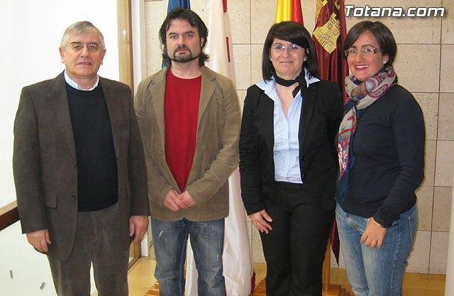 La alcaldesa y los grupos políticos municipales abogan por la normalización política e institucional de Totana - 2, Foto 2