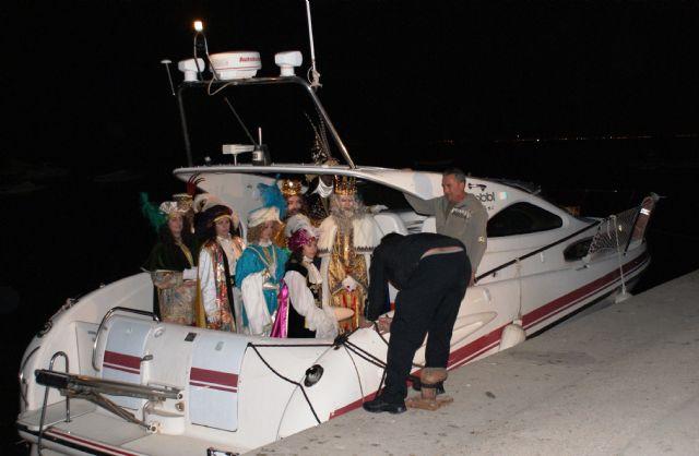 Los Reyes Magos desembarcan en San Pedro del Pinatar acompañados de más de 200 personas - 1, Foto 1