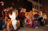 Los Reyes Magos llegaron hasta Puerto Lumbreras donde repartieron más de un millar de juguetes entre los más pequeños
