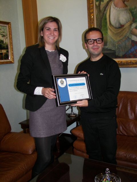 La Alcaldesa de Archena homenajea al científico e investigador archenero Pedro Jiménez por el premio recibido de la Real Academia de Ingeniería - 1, Foto 1