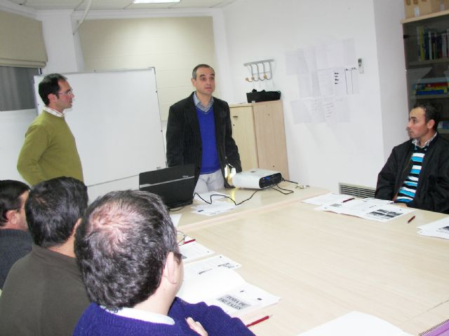 El Concejal Francisco Pérez subraya en la inauguración del curso de ´Poda de Frutales´ la importancia de estos talleres por su profesionalización - 1, Foto 1