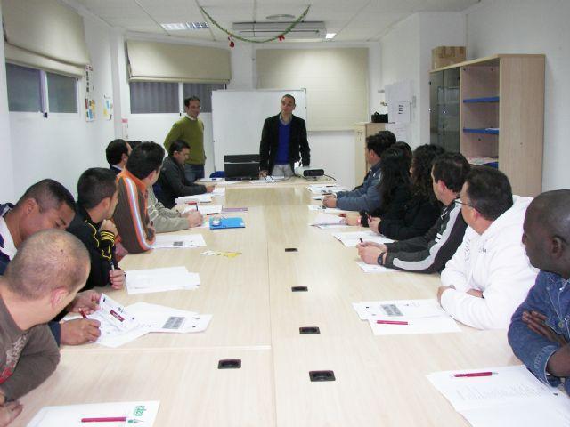 El Concejal Francisco Pérez subraya en la inauguración del curso de ´Poda de Frutales´ la importancia de estos talleres por su profesionalización - 2, Foto 2