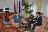 El alcalde de Alhama expone al nuevo delegado del Gobierno las necesidades del municipio