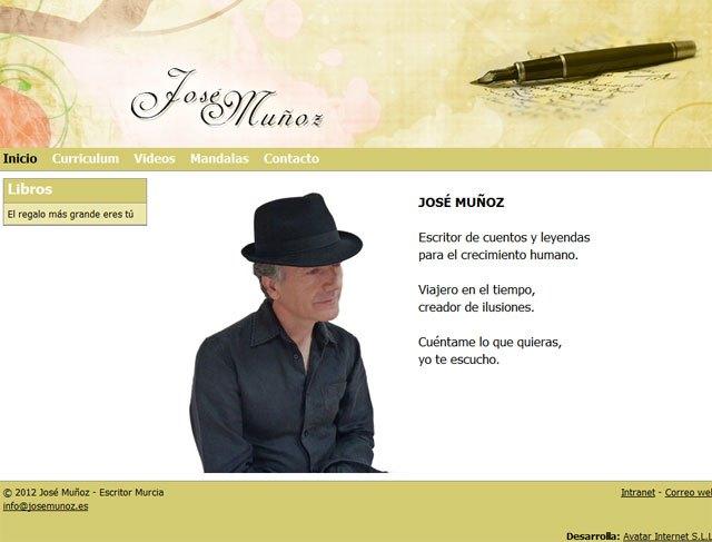 The writer opens Murcia Jose Muñoz web