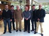 Un grupo de nazarenos de Totana acompañados por el Consiliario del Cabildo visitan Sevilla para entrevistar al famoso compositor don Abel Moreno Gómez