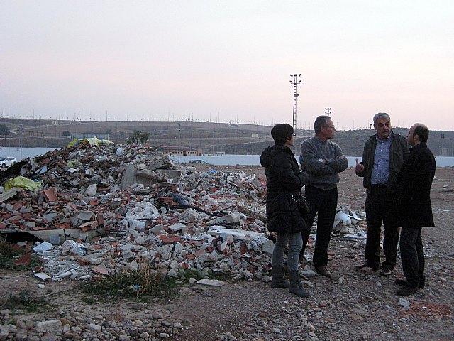 El Grupo Socialista exige la limpieza inmediata de los solares municipales situados frente al campo de fútbol de Javalí Nuevo - 3, Foto 3