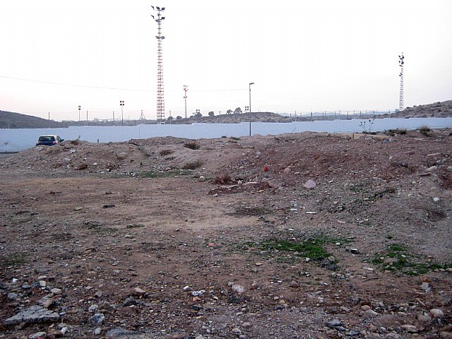 El Grupo Socialista exige la limpieza inmediata de los solares municipales situados frente al campo de fútbol de Javalí Nuevo - 4, Foto 4