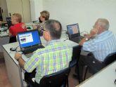 Los mayores empiezan dos nuevos cursos de informática