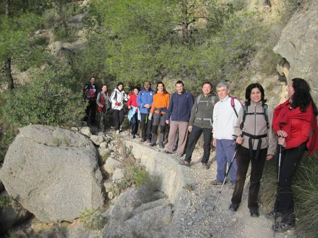 Senderistas se adentran en el corazón del Parque Regional de Sierra Espuña en la última ruta organizada por la concejalía de Deportes - 1, Foto 1