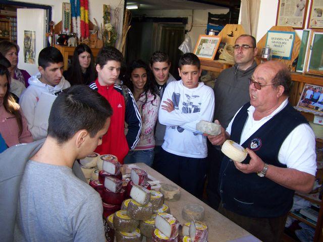 Alumnos del Instituto Europa aprenden a elaborar quesos artesanales - 1, Foto 1