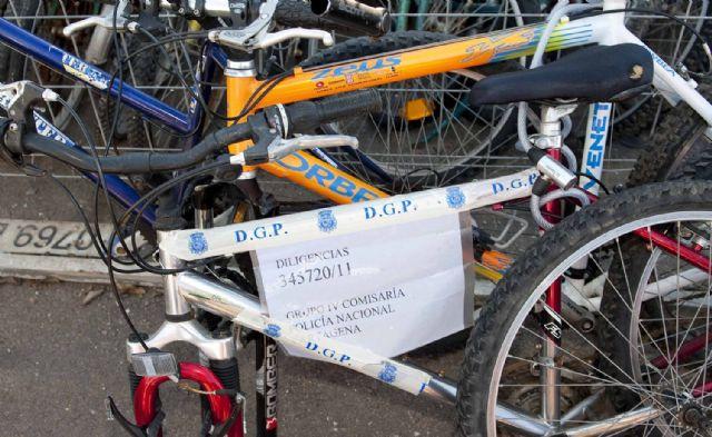 Un centanar de bicicletas se amontonan en La Asomada - 1, Foto 1
