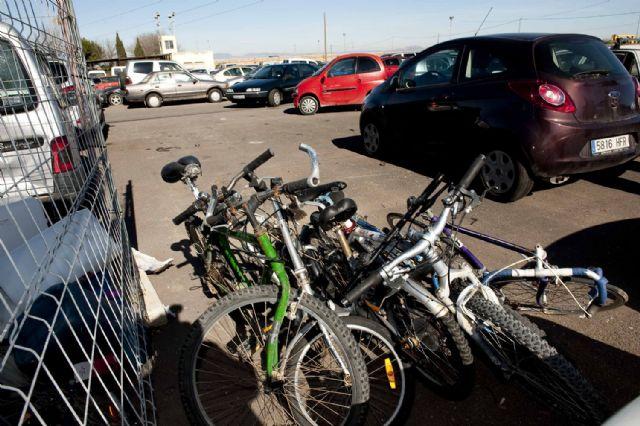Un centanar de bicicletas se amontonan en La Asomada - 2, Foto 2