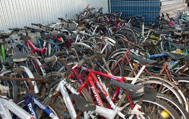 Un centanar de bicicletas se amontonan en La Asomada - 3, Foto 3