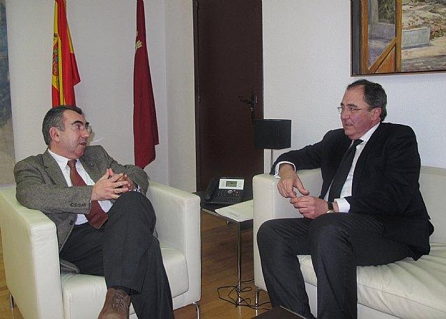 Campos propone reforzar el espíritu taurino entre las jóvenes promesas para mantener la tradición de los festejos taurinos - 1, Foto 1