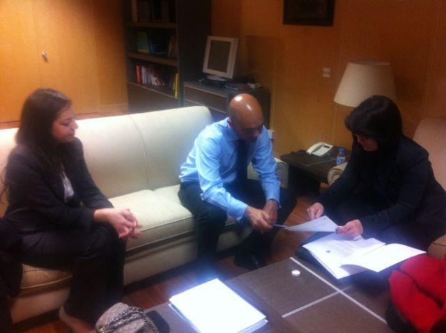 La alcaldesa se re�ne con el secretario de Estado Jaime Garc�a-Legaz, del Ministerio de Econom�a y Competitividad, para presentarle el plan de viabilidad municipal, Foto 2