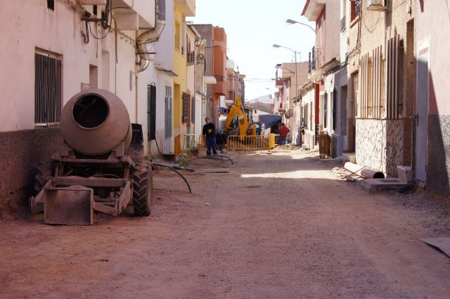 They resume the work of replacement of water supply systems and sanitation in Calle General Moscardo