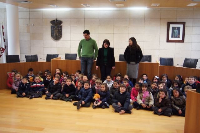 """Students of the College of Early Childhood Education """"La Milagrosa"""" visit the town hall"""