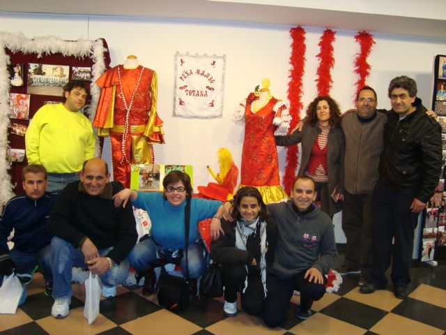 """Users of Psychosocial Support Services visit the exhibition """"II Expocarnaval"""""""