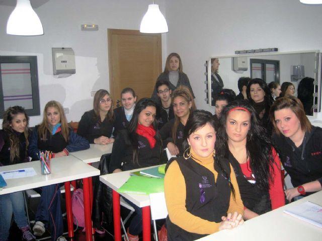 El ayuntamiento imparte un programa de cualificación profesional en Servicos Auxiliares de Peluquería para 15 alumnos - 2, Foto 2
