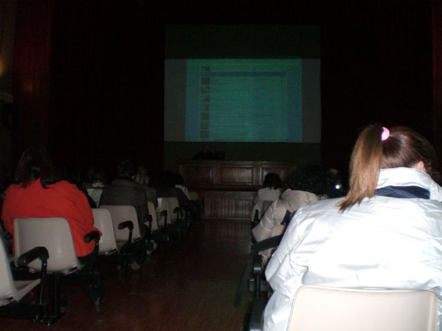 """More than thirty parents attended the talk of the school parents' internet safety for our children """""""