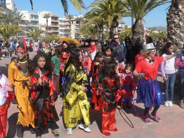 El carnaval llega a Puerto de Mazarrón con un desfile por el paseo, Foto 3