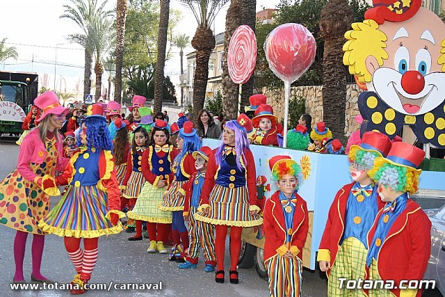 Hundreds of people participate in the children's carnival Totana 2012