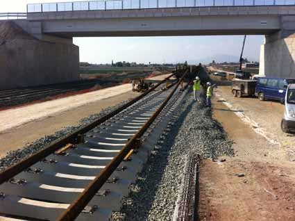 Adif initiates the assembly of conventional track on the new railway platform between Totana and Lorca