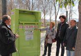 Nuevos contenedores para la recogida de ropa, juguetes y calzado que se donará a Cáritas