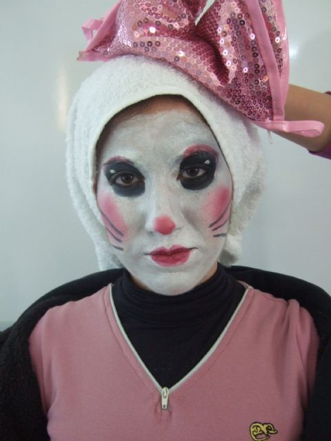 """Students in Initial Vocational Training Program """"Auxiliary Services"""" Esthetics do a fantasy makeup workshop"""