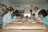 Los niños torreños celebran el 'Día de la Paz y la No Violencia' haciendo manualidades