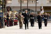 El príncipe se salta el protocolo para saludar a los cartageneros