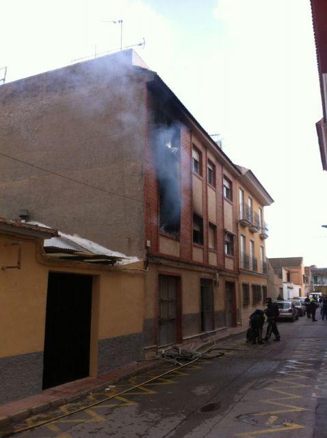Sofocan un incendio provocado en una vivienda de la Calle Arag�n originado por un cortocircuito en el frigor�fico, Foto 3