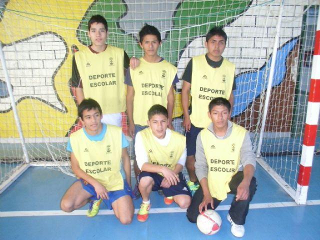 Los equipos de F�tbol Sala cadete masculino del Colegio Reina Sof�a y juvenil masculino del IES Prado Mayor participaron en los cuartos de final de la fase intermunicipal de Deporte Escolar, Foto 3