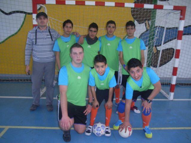 Los equipos de F�tbol Sala cadete masculino del Colegio Reina Sof�a y juvenil masculino del IES Prado Mayor participaron en los cuartos de final de la fase intermunicipal de Deporte Escolar, Foto 4